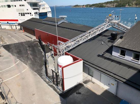 Den nya stationen erbjuder nya bunkringslösningar vilket betyderatt fartygkan bunkra miljövänligt bränsle snabbare än någonsin.