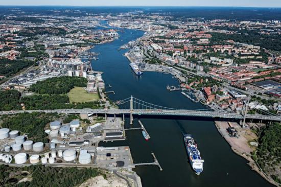 All trafik över och under Hisingsbron och de båda järnvägsbroarna vid Marieholm omfattas av de nu framtagna samverkansreglerna.
