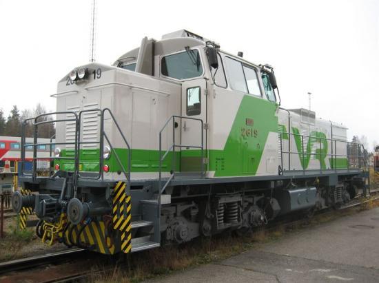 VR använder bland annat Dv12 diesellok och Wärtsilä tar på sig ansvaret för reparation av motorerna.